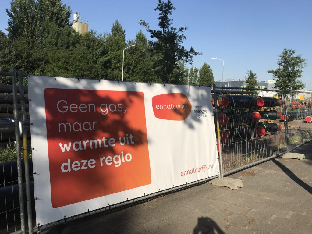 Ennatuurlijk, monopolistisch leverancier van stadsverwarming in mijn woonstad, breidt zijn hoofdleidingnet uit en sluit daarmee de 'ring' rond Breda. Inwoners van aanliggende wijken vrezen dat stadsverwarming hen straks wordt opgedrongen. Volgens de gemeente is daarover nog niets beslist.